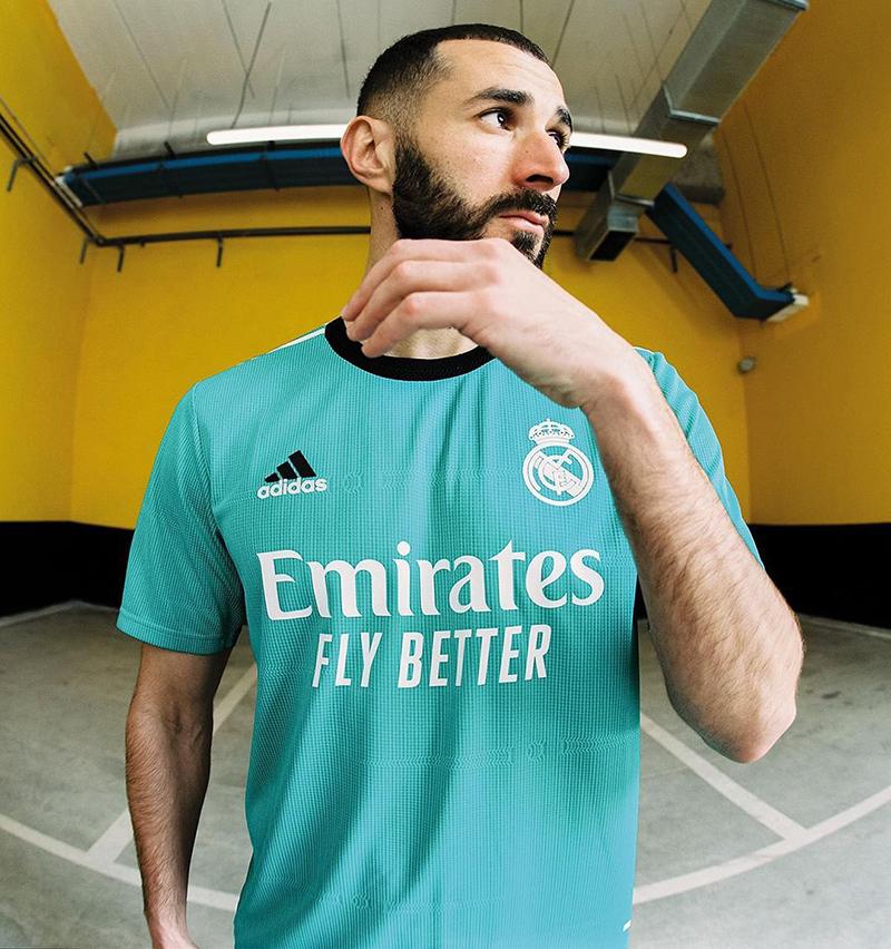 Adidas выпустила  новую резервную форму «Реал Мадрид» 2021-2022